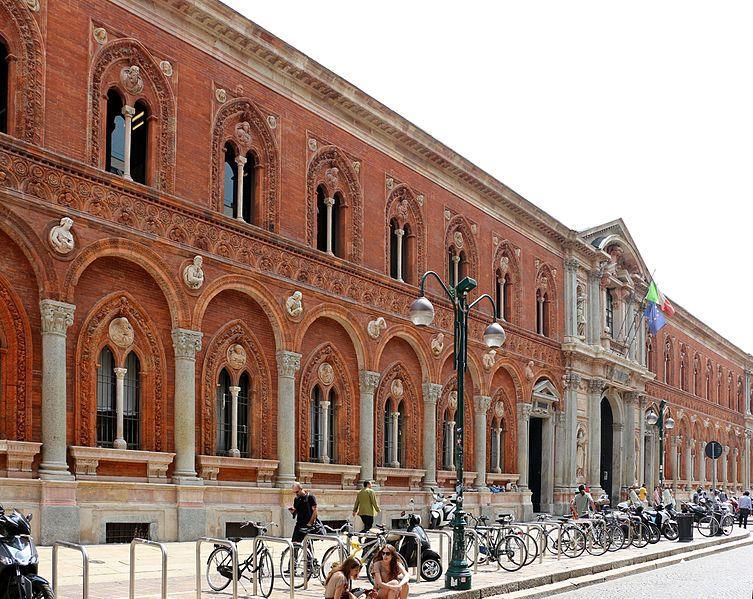 La facciata d'ingresso della Cà Granda  di Milano