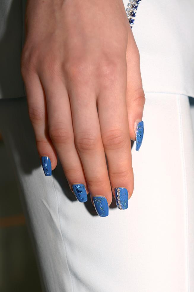 Unghie con gel blu jeans