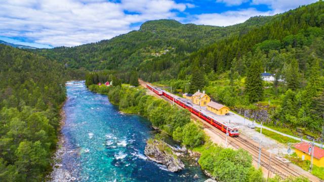 Tour della Norvegia in treno: lo splendido percorso lungo la costa occidentale