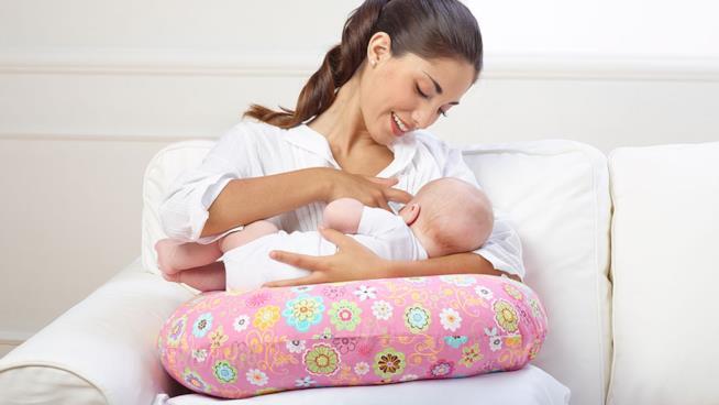 20c35d23c9a0 Cuscini per l allattamento  i migliori e come sceglierli