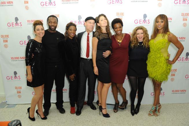 La fondatrice di GEMS Rachel Lloyd con alcuni ospiti a una serata benefica GEMS
