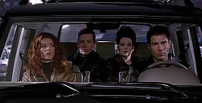 Il cast di Will & Grace in una scena in macchina