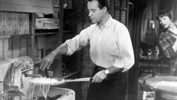 Una immagine del film L'appartamento Jack Lemmon e gli spaghetti