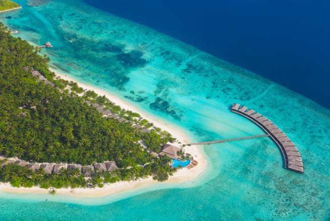 Un elegante resort su un'isola delle Maldive