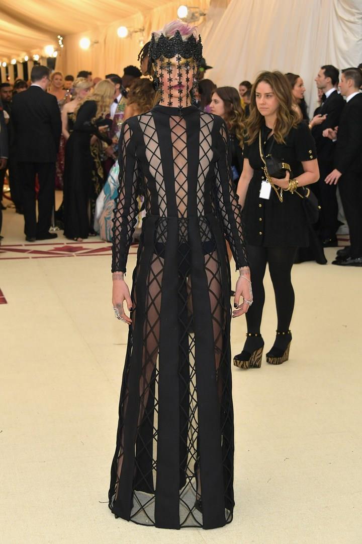 L'abito di Cara Delevingne al MET Gala