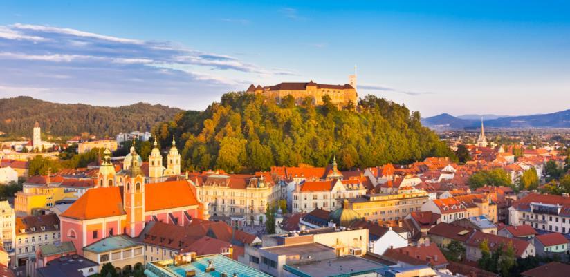 Visuale del centro di Lubiana, con il castello in bella vista