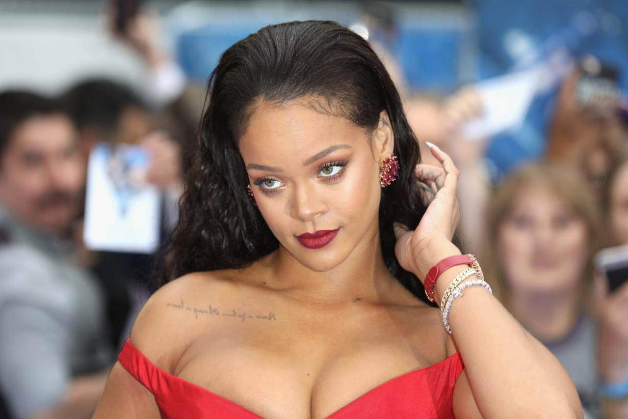 Uno sguardo di Rihanna alla première di Valerian