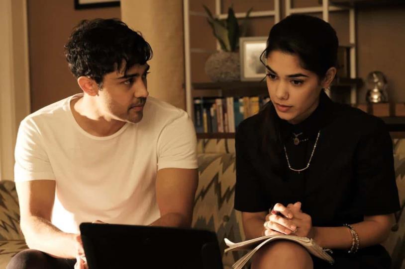 Devon e Priya in The Resident 01x07