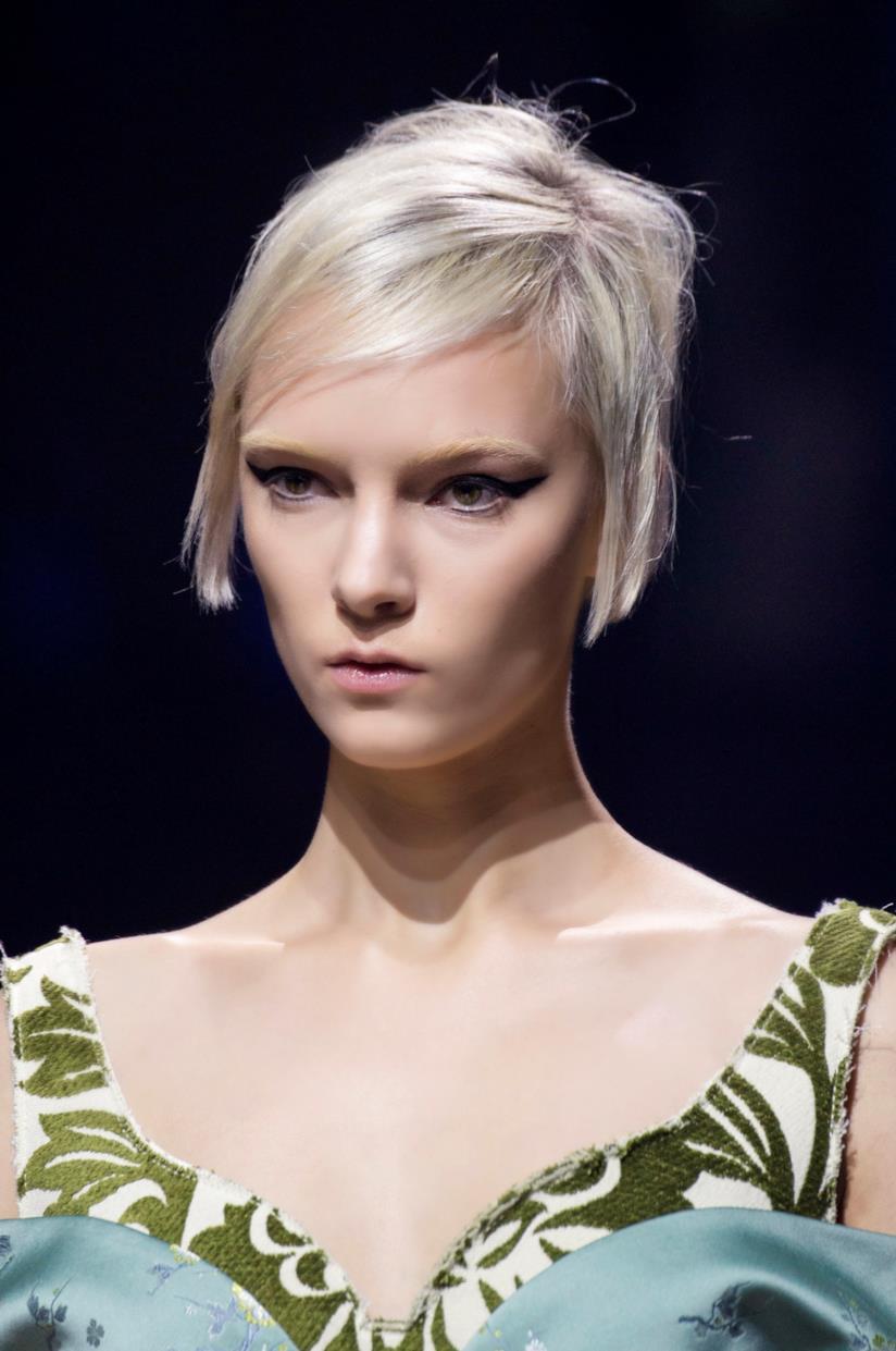 Colore capelli Icy White per taglio corto
