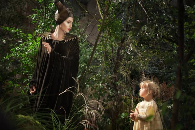 Primo piano di Angelina Jolie nei panni di Malefica