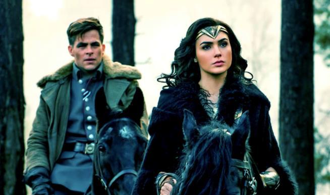 Diana e Steve a cavallo in una scena di Wonder Woman