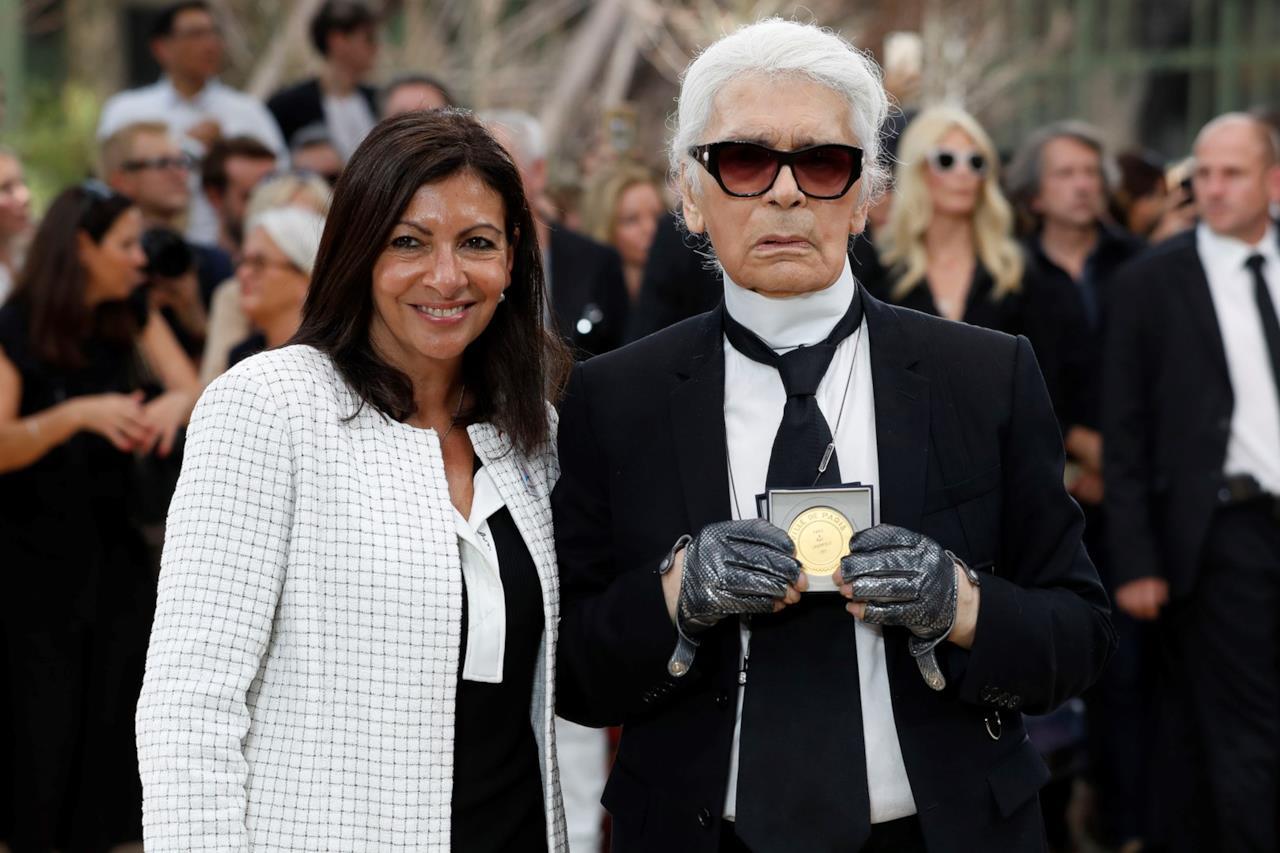 Karl Lagerfeld ritira la medaglia dal sindaco di Parigi
