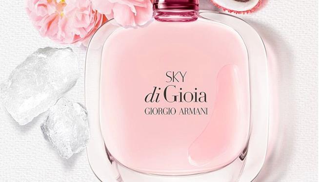 Il profumo estivo sui toni del rosa di Giorgio Armani