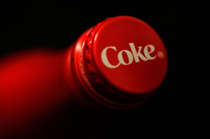 Coca-Cola, tappo in evidenza