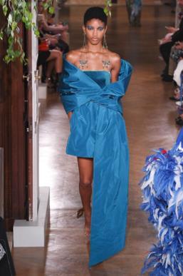 Sfilata VALENTINO Collezione Alta moda Autunno Inverno 19/20 Parigi - ISI_3923