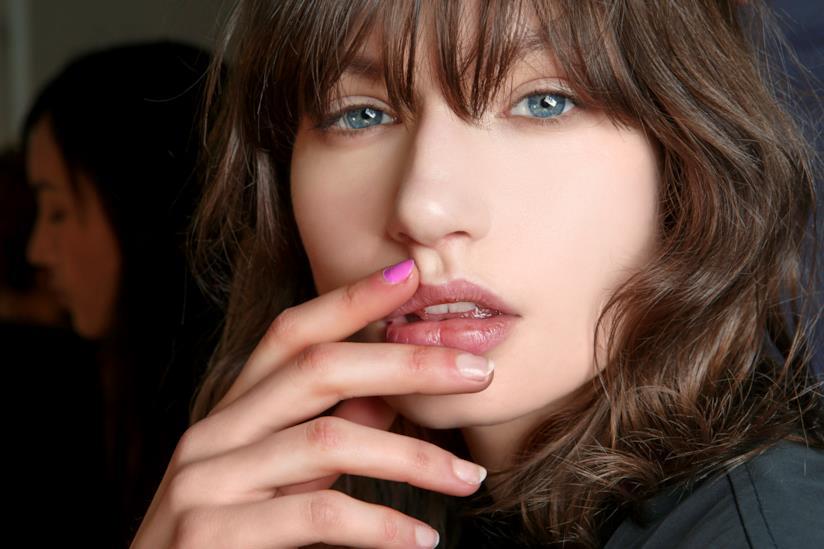Nail art trasparente e fucsia