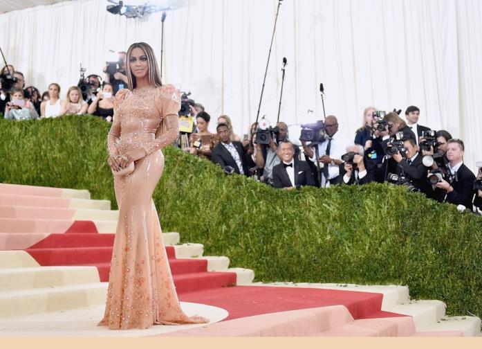 L'abito di Beyoncé a tema moda e tecnologia