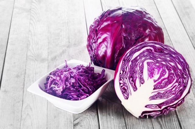 Verdura di colore viola