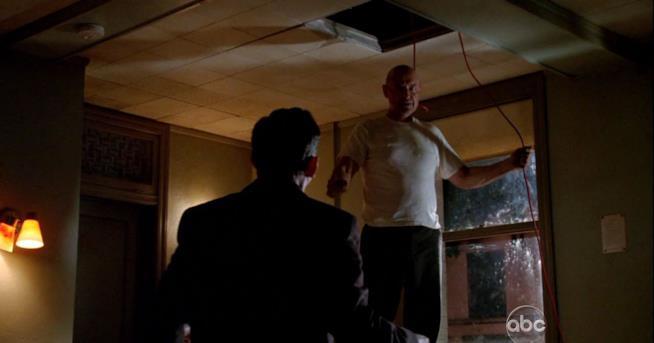 John Locke nell'episodio di Lost in cui muore
