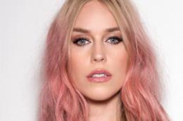 Rosa blush sui capelli di tendeza