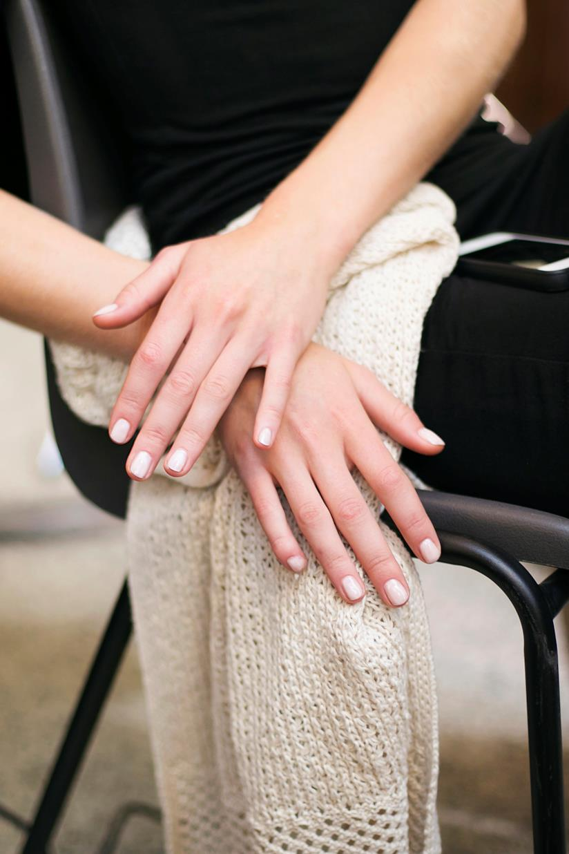 Nail art con unghie bianche