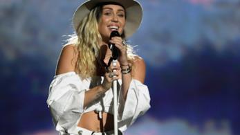 Miley Cyrus durante un concerto