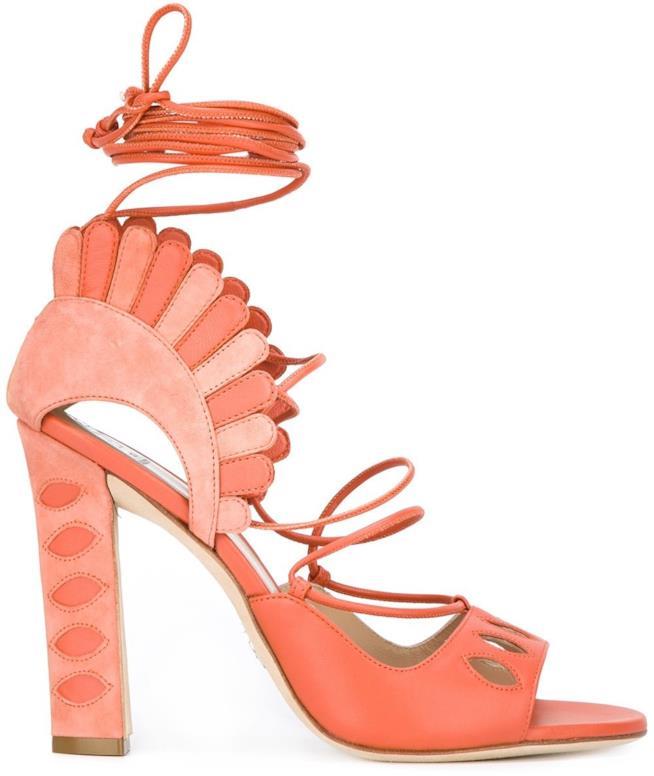 In pelle, i sandali di tendenza per l'estate 2018