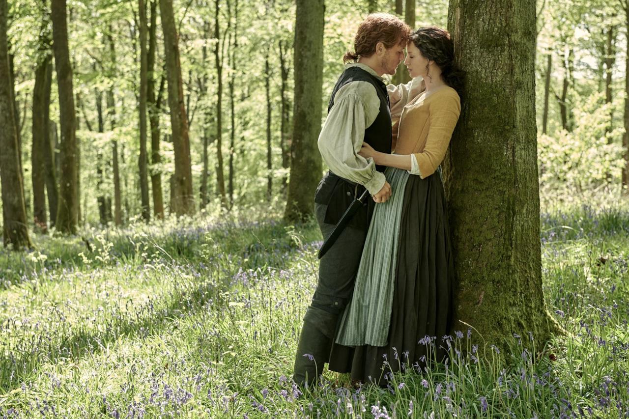 Jamie abbraccia affettuosamente Claire