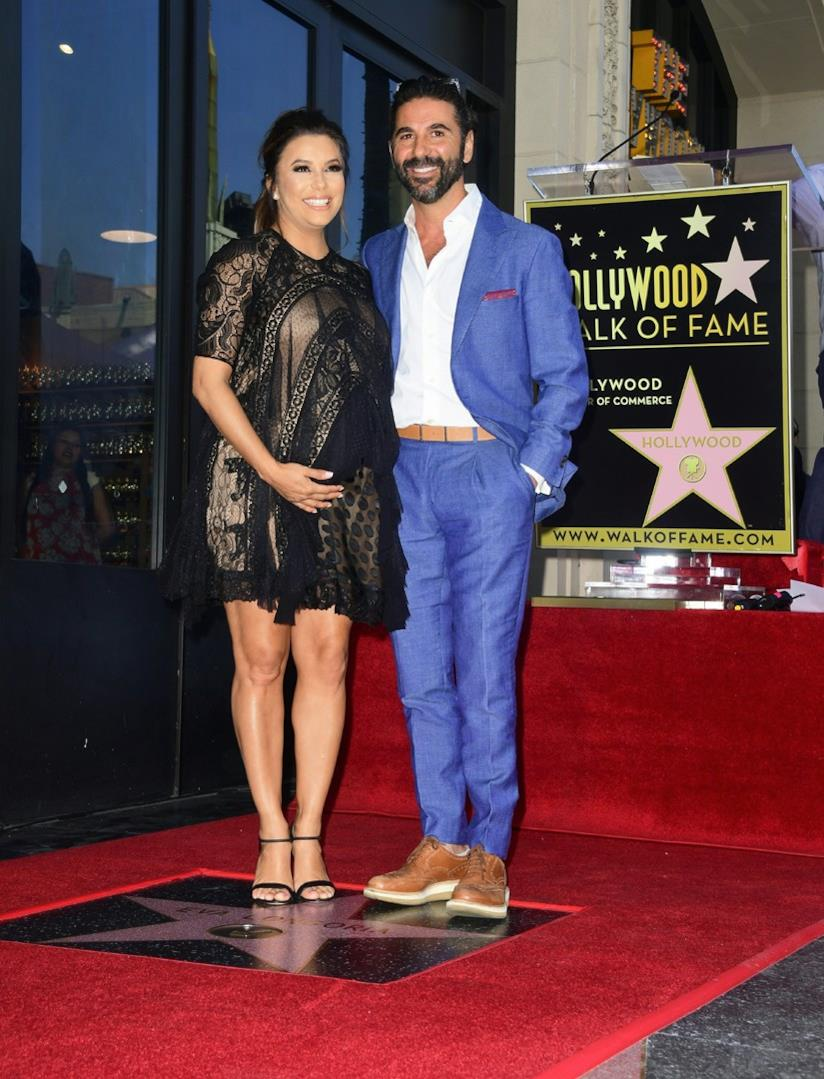 Eva Longoria col marito José Bastón sulla Hollywood Walk of Fame