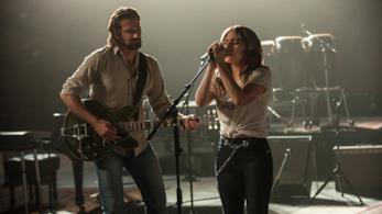 Una scena di A Star Is Born con  Lady Gaga e Bradley Cooper