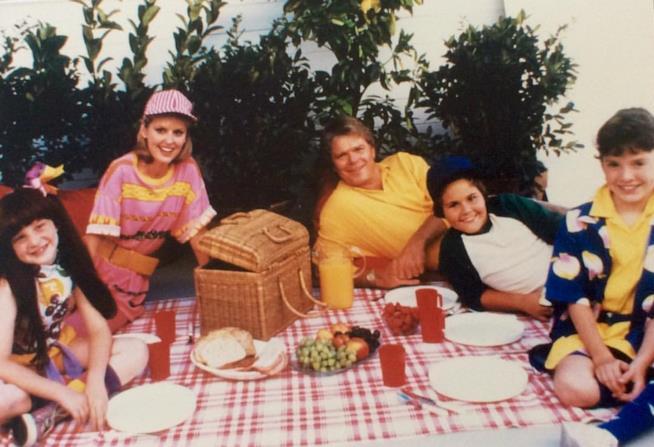 Il cast della sitcom Super Vicki