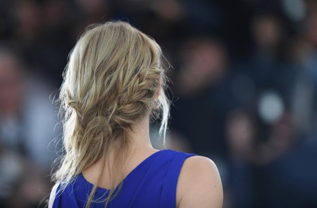 Hairstyle con trecce nella parte posteriore