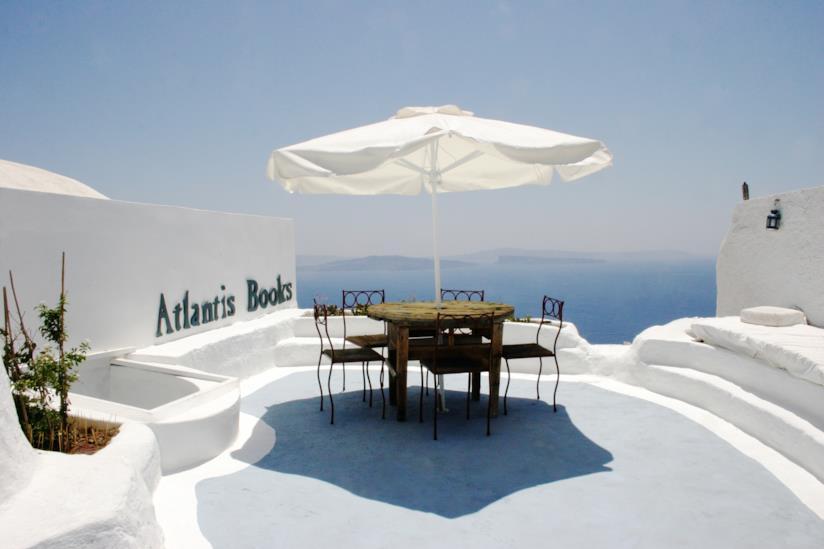 Vista dall'Atlantis Books di Oia a Santorini