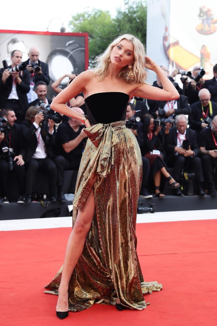 Elsa Hosk sul red carpet di Venezia