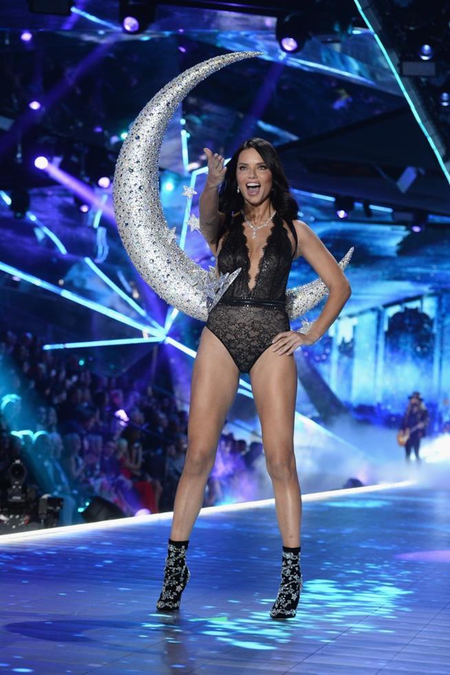 Adriana Lima al Victoria's Secret Fashion Show