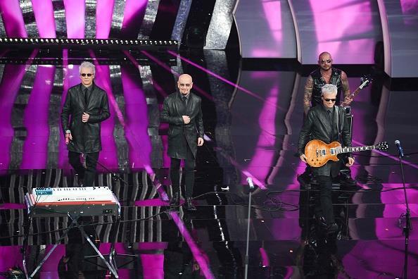 L'esibizione dei Decibel a Sanremo 2018