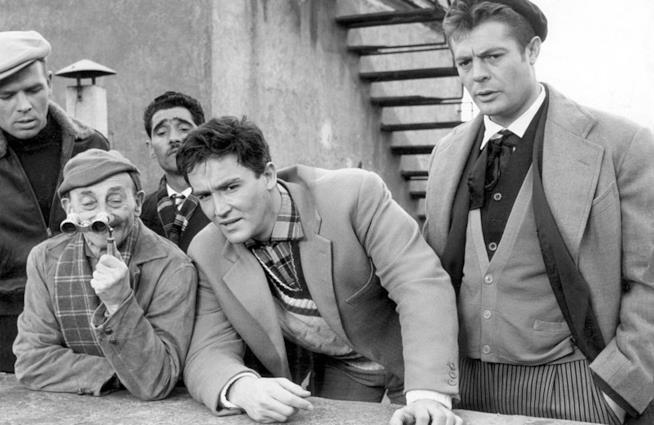 Una immagine dal film I soliti ignoti commedia italiana di Mario Monicelli