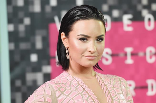 Un intenso primo piano di Demi Lovato