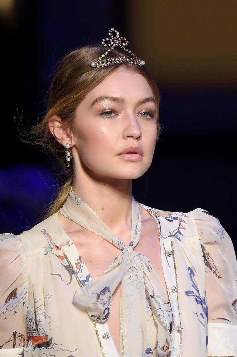 Gigi Hadid hairstyle raccolto