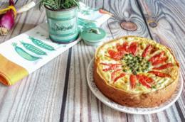 Torta con piselli e pomodorini