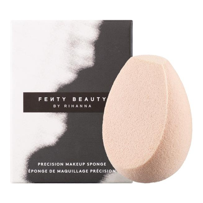 Spugna fondotinta Precision Make-Up Sponge di Fenty Beauty