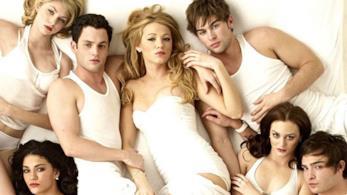 Jenny, Vanessa, Dan, Serena, Nate, Blair e Chuck in biancheria sul letto