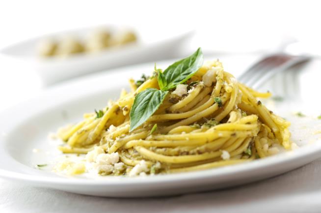 Spaghetti con il pesto di basilico alla genovese