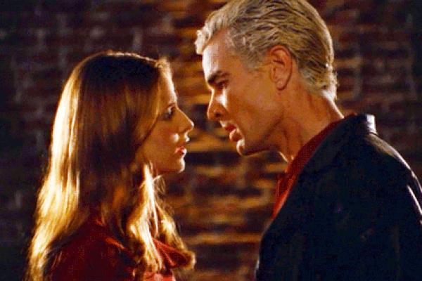Buffy e Spike si baciano