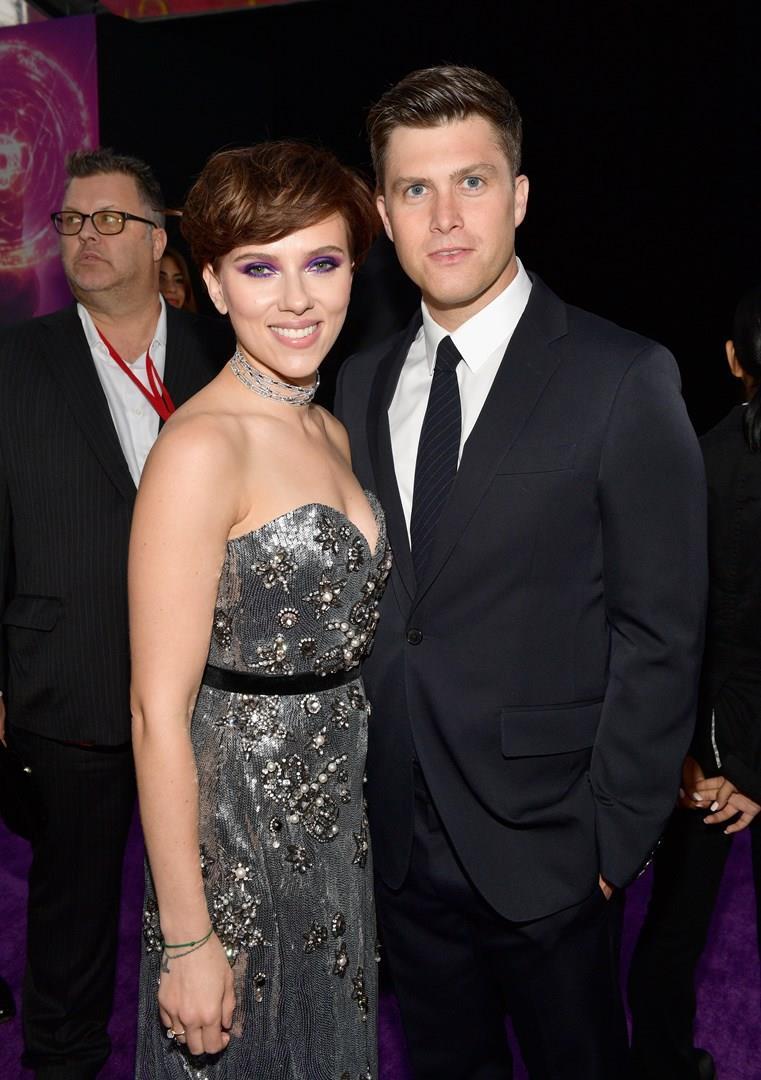 Scarlett Johansson e Colin Jost sul red carpet