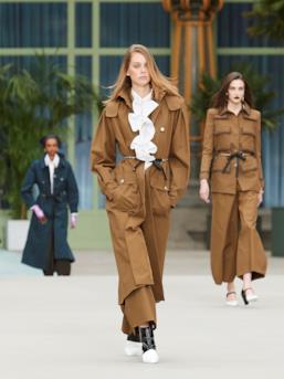 Sfilata CHANEL Collezione Donna Primavera Estate 2020 Parigi - CHANEL Resort PO RS20 0007