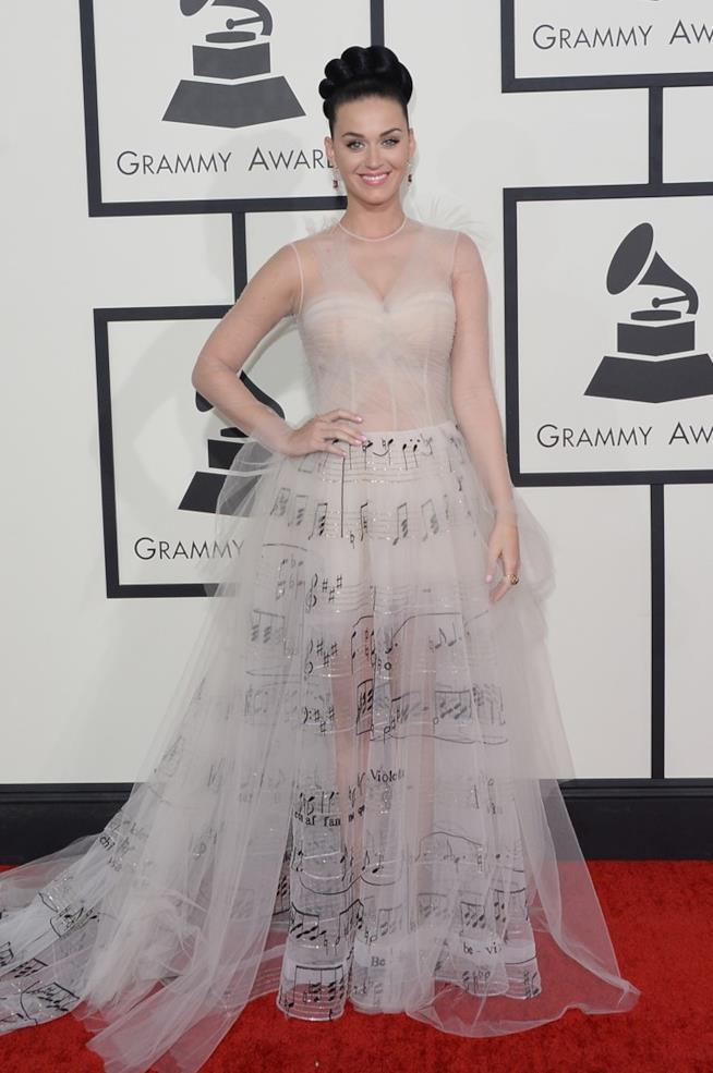 Katy Perry e l'abito pentagramma