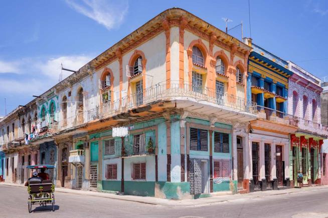 Viaggio a Cuba in una strada di Avana