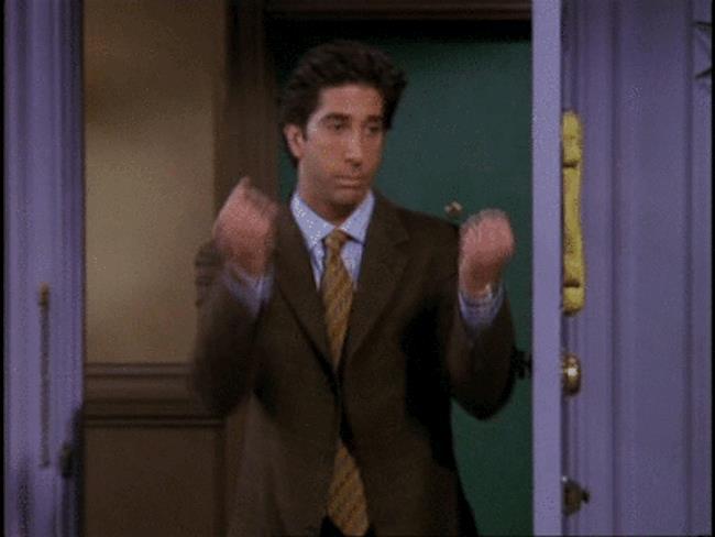 Ross insulta gli altri usando il gestaccio