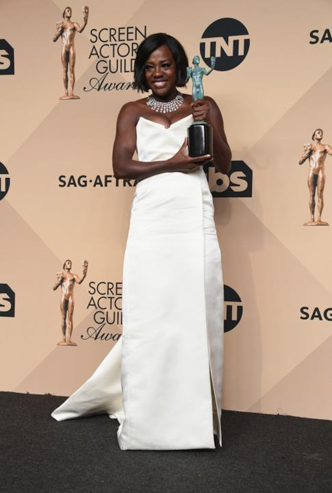 SAG Awards 2017: Viola Davis in bianco per  Vivienne Westwood Couture